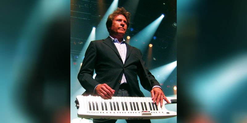 Robert Lamm while performing